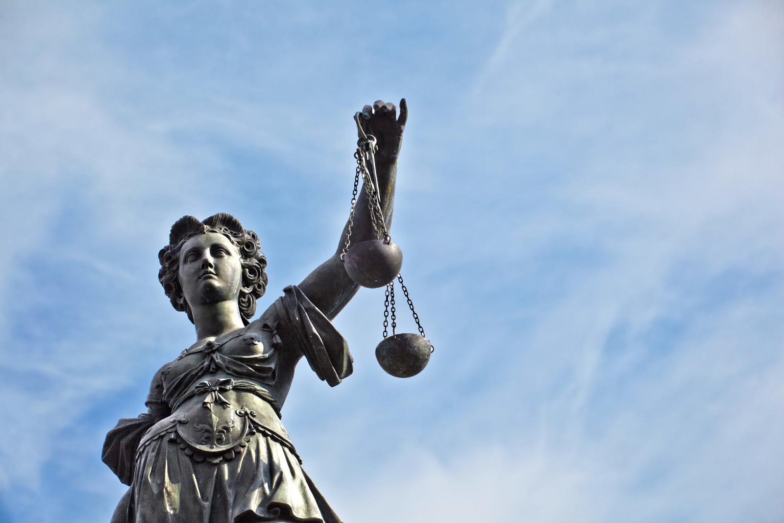 Statue av rettferdighetens gudinne, Justitia, i Frankfurt, Tyskland. (Foto: Can Stock Photo)